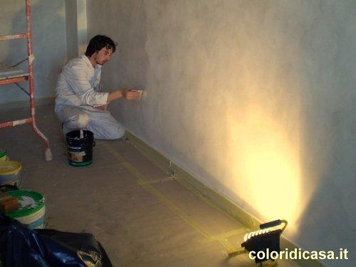 Pittura smalto ad acqua per pareti. la casa dei sogni e una pittura